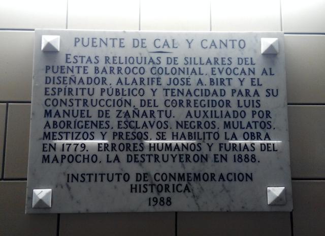 Placa en recuerdo del Puente de Calicanto en el metro de Santiago Chile