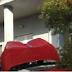 Απίστευτο τροχαίο :Αυτοκίνητο σχεδόν ανέβηκε σε μπαλκόνι σπιτιού (Φώτο)