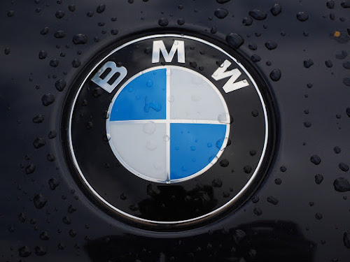 BMW-Logo-11-Interesting-Facts-about-Famous-Car-Brands-that-will-drive-you-crazy