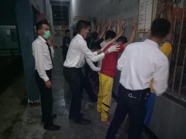 Penggeledahan WBP oleh petugas Lapas Sarolangun