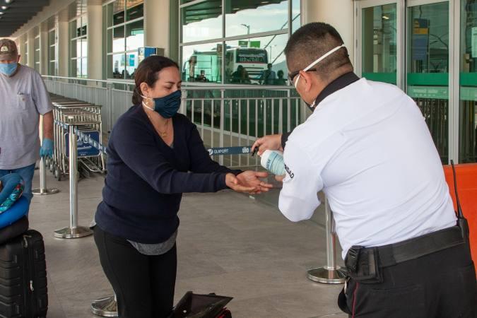 Protocolos y medidas sanitarias empleados en el Aeropuerto Internacional Mariscal Sucre de Quito