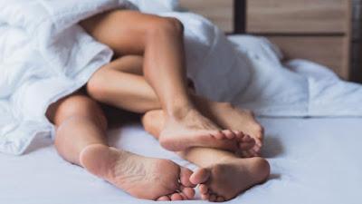 WHO : Jelang New Normal, Berhubungan Seks pun Dianjurkan Pakai Masker