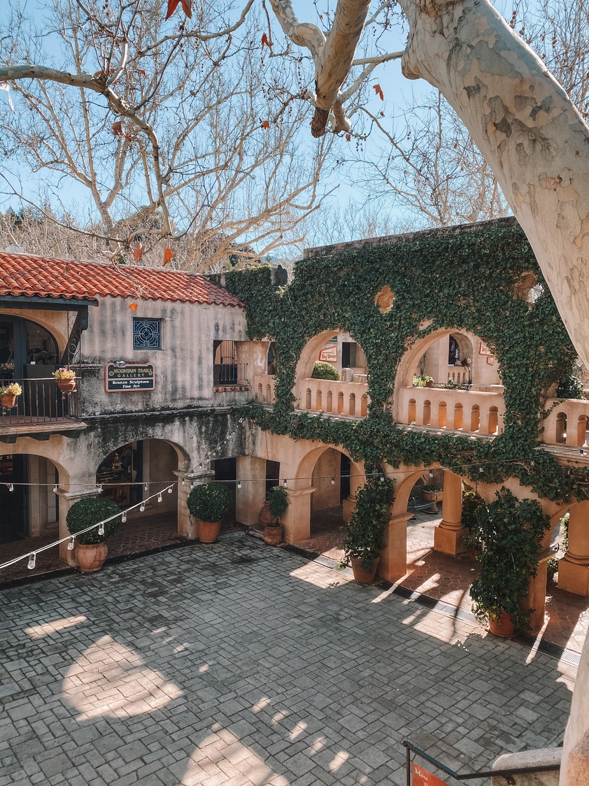 travel blogger amanda's ok goes shopping in Tlaquepaque Village