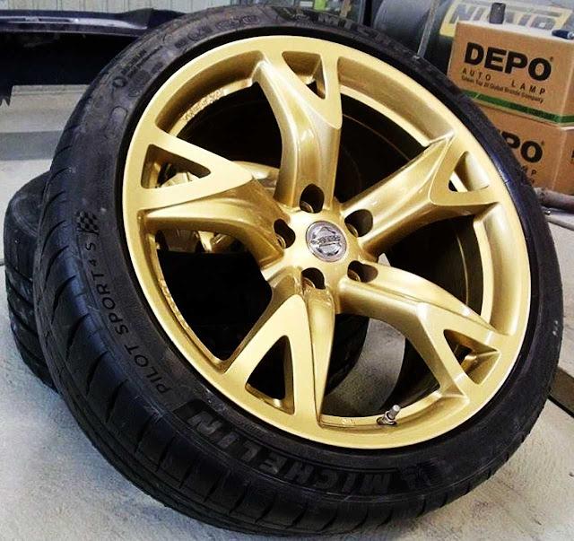 michelin-pilot-sport-4s-in-gold-rim