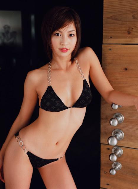 sexy-Asian-girl-bikini