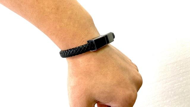 【電玩好物】黑色又時尚的充電手繩 iPhone、Android 電話都合用