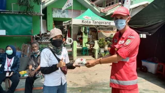 PMI Bagikan Covid Kit Ke SMSI Kota Tangerang >> https://www.onlinepantura.com/2020/04/pmi-bagikan-covid-kit-ke-smsi-kota.html
