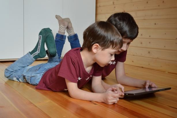 Facebook Puts Instagram Kids Project on Hold.lelemuku.com.jpg