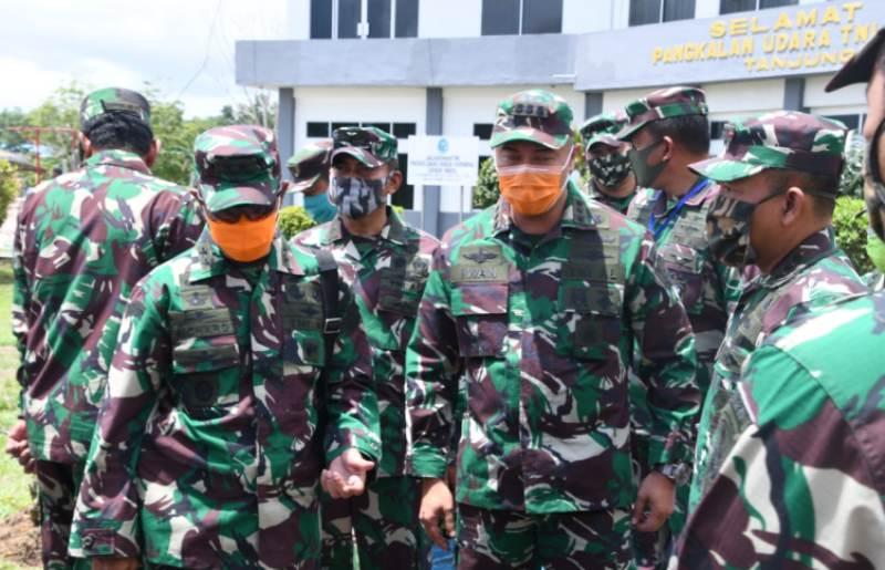 Didampingi Kolonel Harnoto, Mayjen TNI Richard Tampubolon Lakukan Patroli Udara Maritim di Zona Ekonomi Ekslusif Laut Natuna Utara.