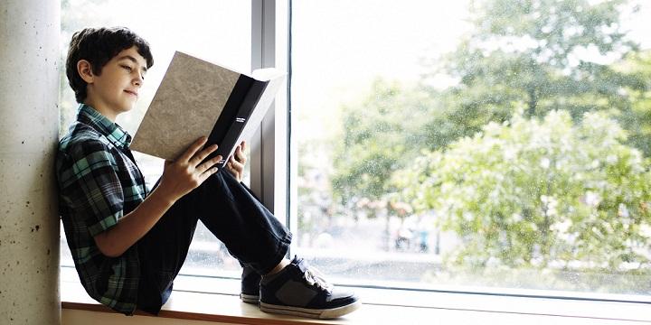 Pentingnya Melatih Anak Gemar Membaca Buku Sejak Dini