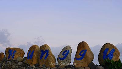 Tanda batu Pantai Munggu