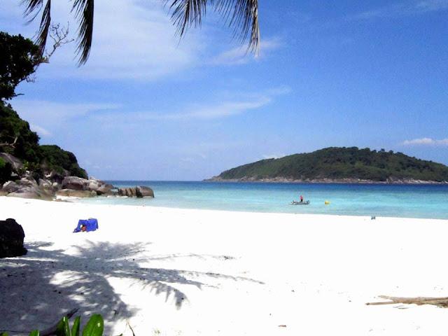 นักท่องเที่ยวจะต้องทำการขออนุญาตจากเจ้าหน้าอุทยานแห่งชาติหมู่เกาะสิมิลันก่อนถึงจะสามารถเกาะหูยงได้