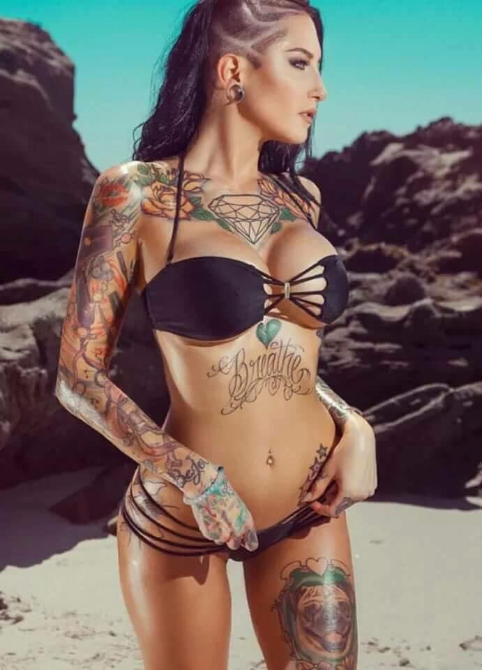 Sexy Naked Tattooed Chicks
