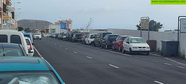 CC reclama más zonas de aparcamiento para los comercios que están a la salida del casco urbano en la carretera hacia Puerto Naos