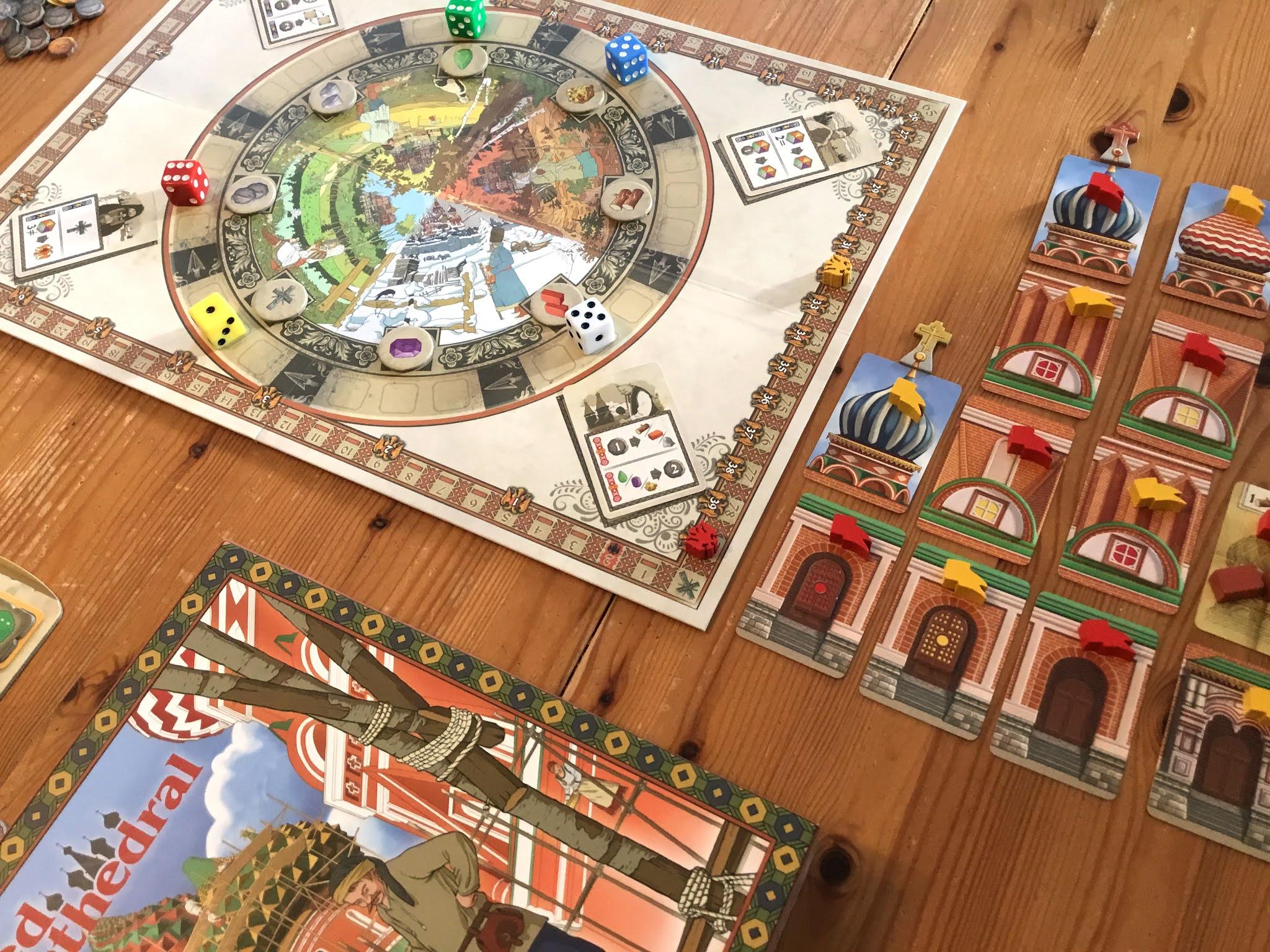 The Red Cathedralin pelilauta, kansi ja kortteja