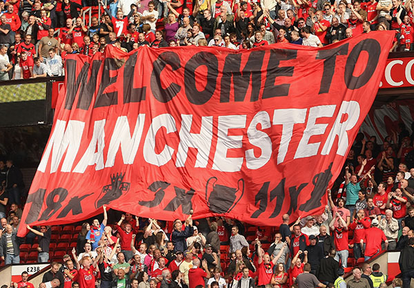 Chevrolet-fans-Manchester-United-jugar-campo-Old-Trafford