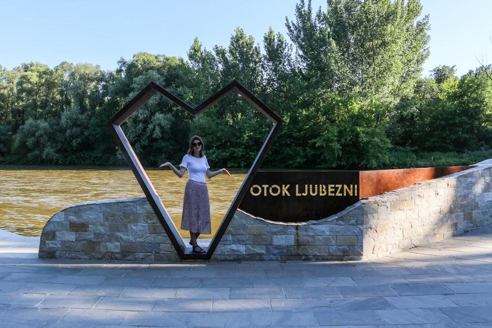 Nov kamniti most na otok ljubezni v Ižakovcih