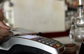 Λέσβος: Άρπαξαν την κάρτα ηλικιωμένου και «σήκωσαν» 2.000 ευρώ!
