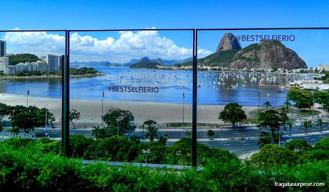 Pão de Açúcar e Enseada de Botafogo vistos do terraço do Botafogo Praia Shopping