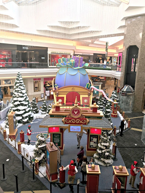 Colorado Blogger, Denver Blogger, Colorado Mom Blogger, Denver Mom Blogger, Santas flight academy walkthrough, Santa in Colorad