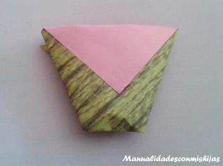 http://www.manualidadesconmishijas.com/2015/03/vaso-de-papel-con-origami-o-papiroflexia.html