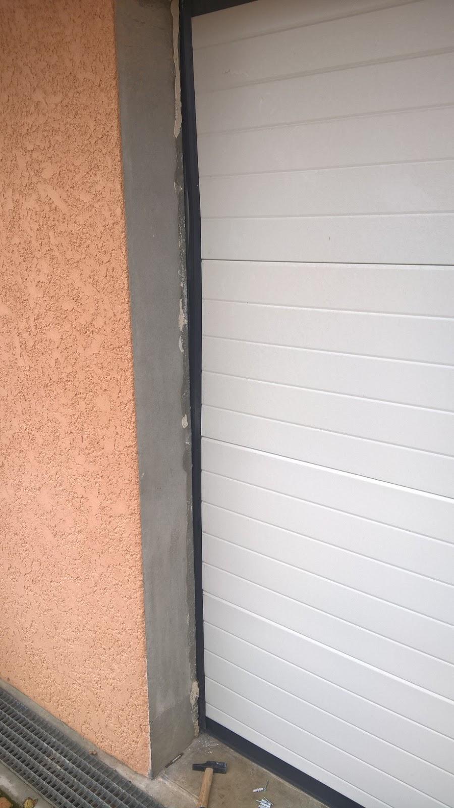 B t s fixation montants porte de garage for Fixation porte de garage