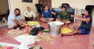 भूखे राहगीरों की सेवा में तत्पर है आयुष जनसेवाः आशीष यादव | #NayaSabera