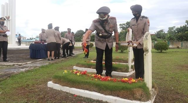 Jelang HUT Bhayangkara-75 Polresta Barelang Laksanakan Tabur Bunga dan Ziarah Makam Pahlawan