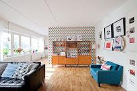 Mid-century interior arrangement idea