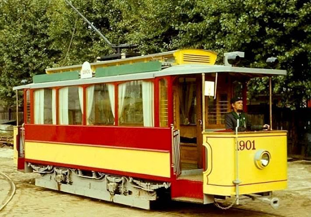 Первый водитель обновленного ретро трамвая Лаймонис Виткус (источник фото Rīgas satiksme)