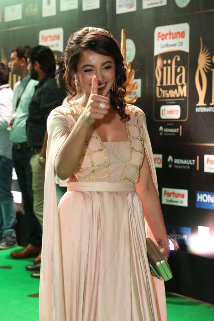 Telugu Model Tejaswi Madivada At IIFA Awards 2017 In Pink Dress