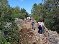 Akcija čišćenja puta do mlina - Dračevica slike otok Brač Online
