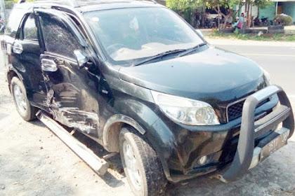 Kecelakann Di Jombang, Truk Tabrak Mobil Hingga Terguling