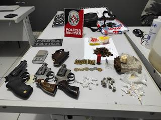 Em Cubati, operação policial apreende armas e muita droga numa área de lazer do município