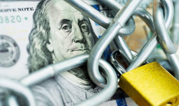 Куда вложить доллары с минимальными рисками в 2021 году