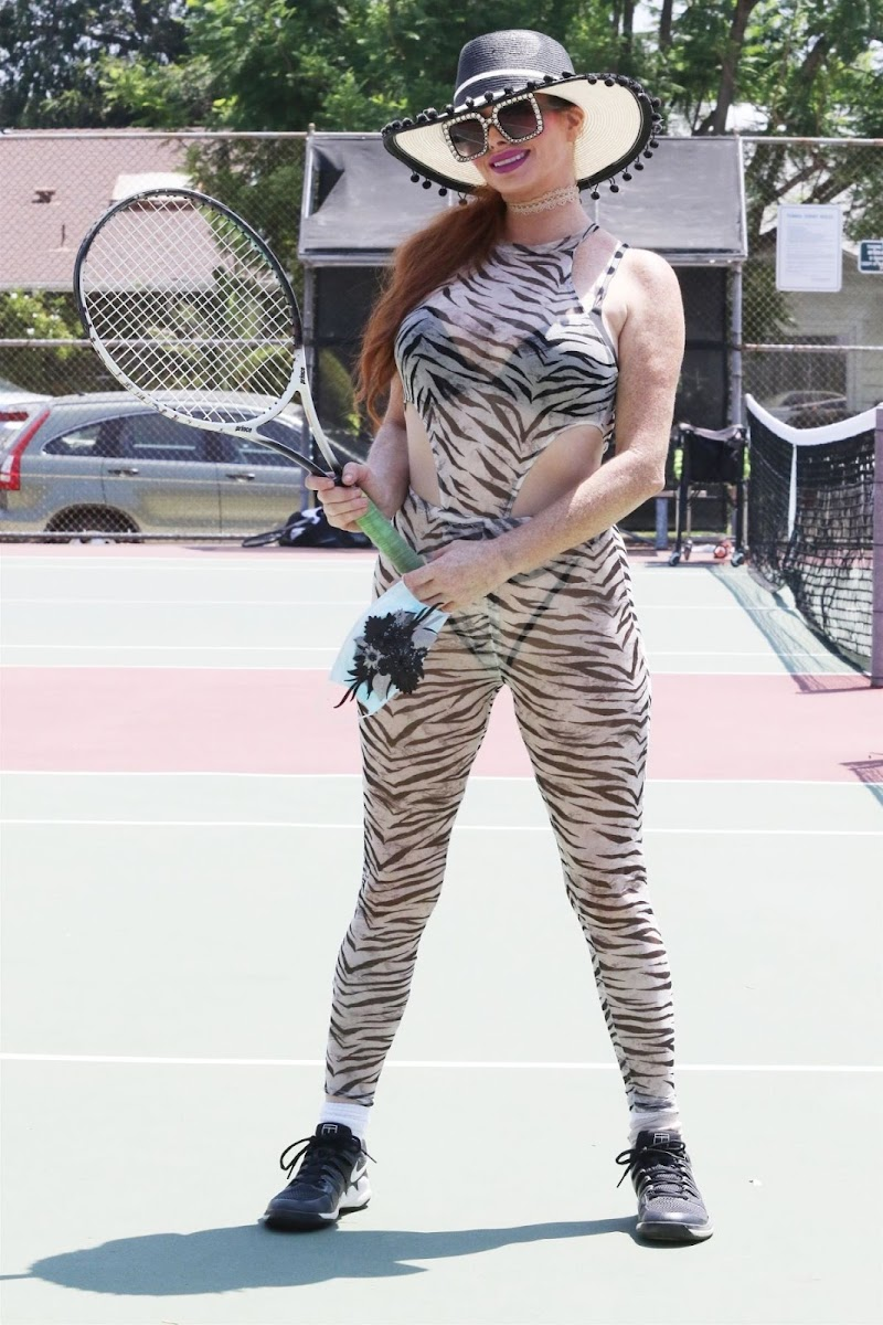 Phoebe Price Clicks at a Tennis Courts in Los Angeles 4 aug- 2020
