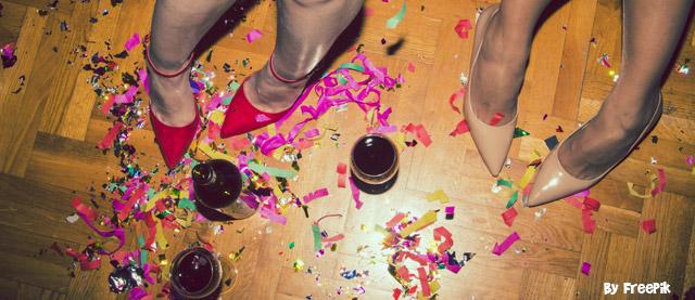 chão bagunçado da festa