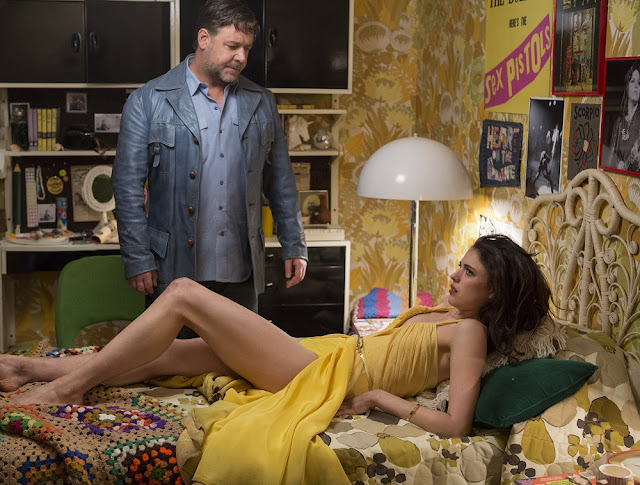 russell crowe margaret qualley nice guys movie still