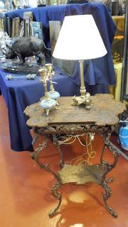 mesa de metal tallado en desembalaje cantabria