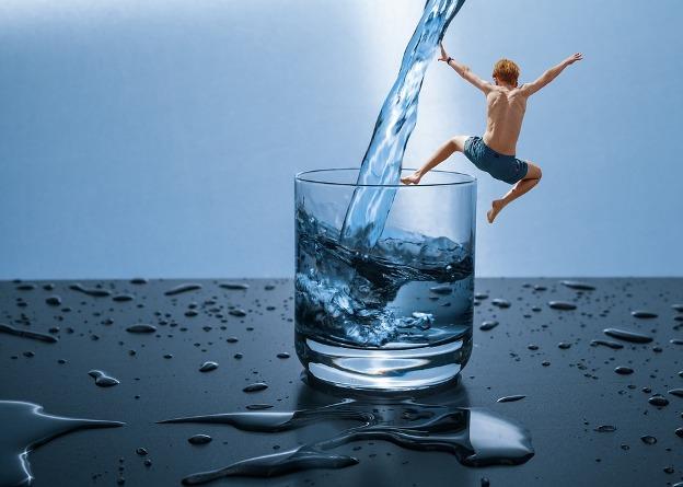 3 Momen Dimana Kamu Membutuhkan Air Mineral Lebih Banyak
