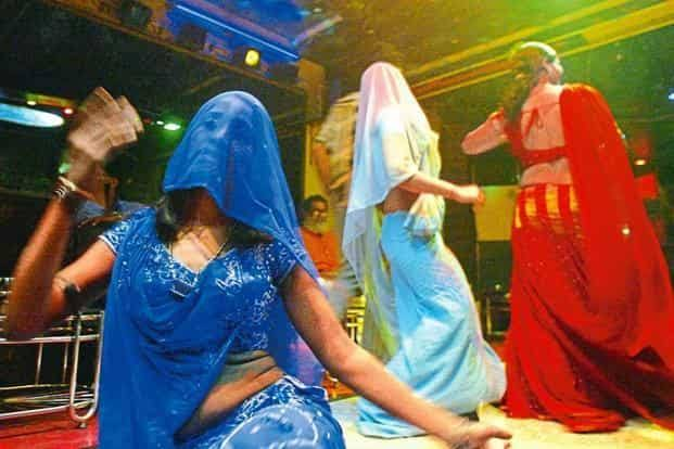 दिल्ली में अवैध डांस बार का भंडाफोड़, 4 लड़कियों सहित 5 गिरफ्तार