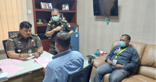 Kejati Sumut menetapkan tiga orang tersangka kasus dugaan korupsi Bank Sumut. Dua tersangka itu ditahan selama 20 hari ke depan. (Dok Kejati Sumut)