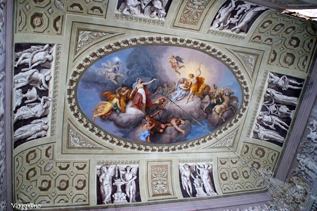 Il bellissimo affresco sul soffitto del Salone d'Onore del Castello Reale di Govone