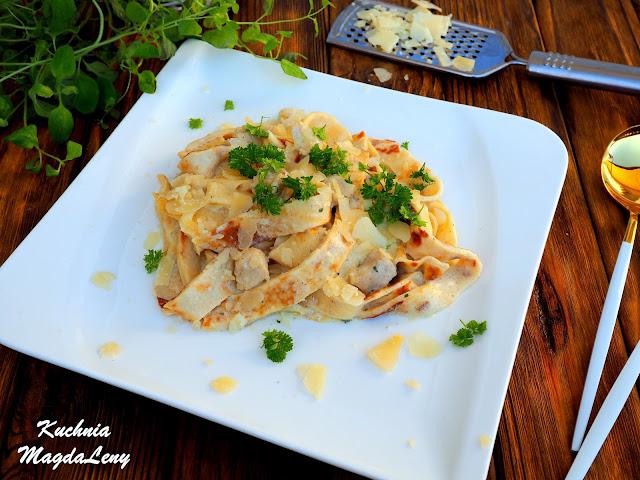 Naleśnikowy makaron z kurczakiem w sosie 3 sery