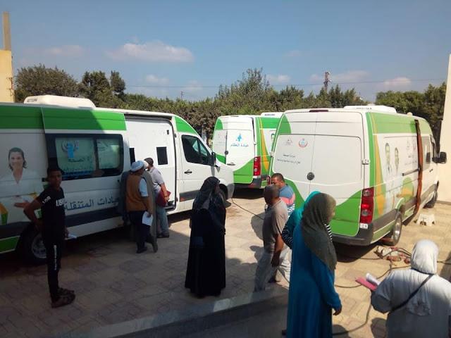 بالصور.. توقيع الكشف الطبي على 1650 مريض بقافلة طبية علاجية بقرية زمزم مركز شبراخيت