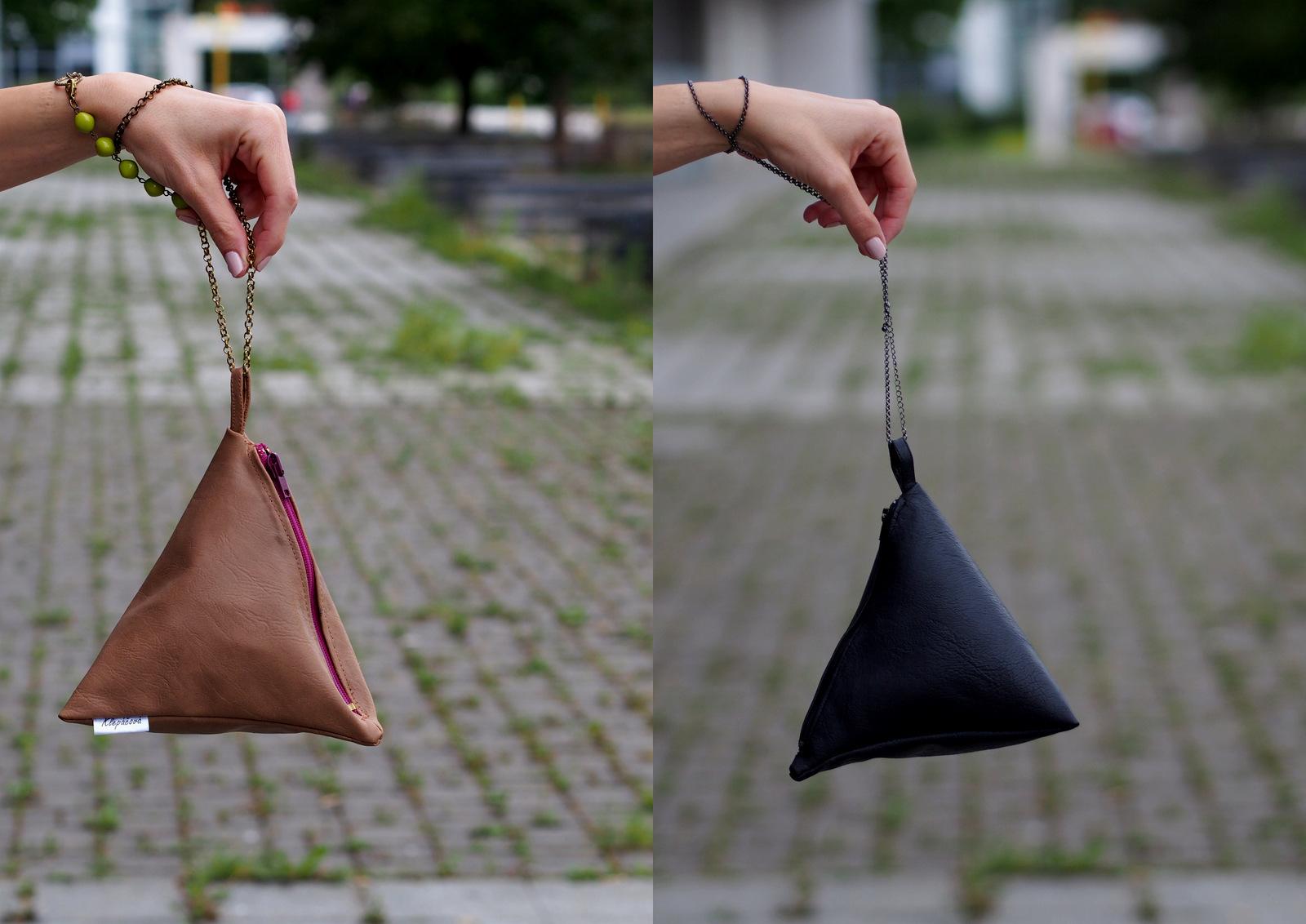 612723225 Voilá a kabelky sú na svete. Ušiť jednu kabelku trvalo asi hodinu. Ešte  odporučenie, zips použite s malým bežcom, napríklad ten ružový je príliš  veľký.