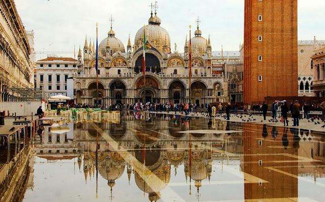 Compras na Praça de São Marcos em Veneza