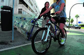 Patricia Cavada denunciando punto negro carril bici San Fernando