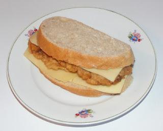 sandviș, gustari, sandwich cu snitel si cascaval, retete de mancare, mancare copii scoala, mancare serviciu,
