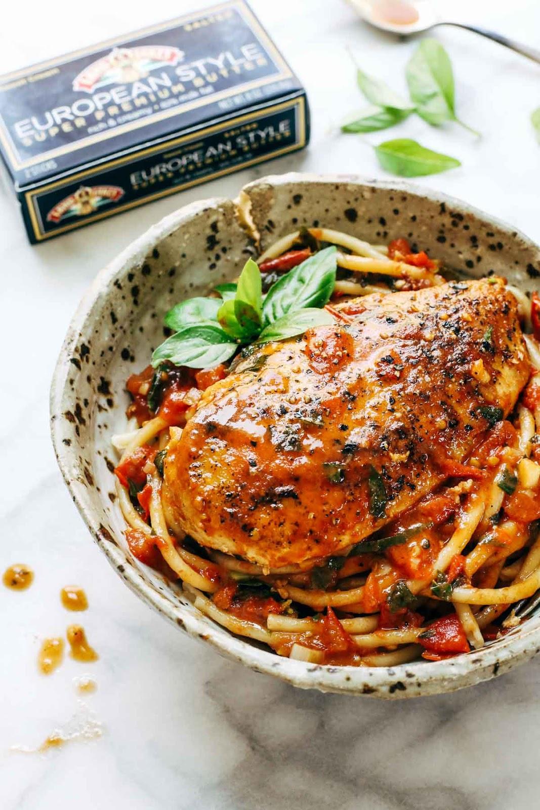 #Recipe : Garlic Basil Chicken with Tomato Butter Sauce